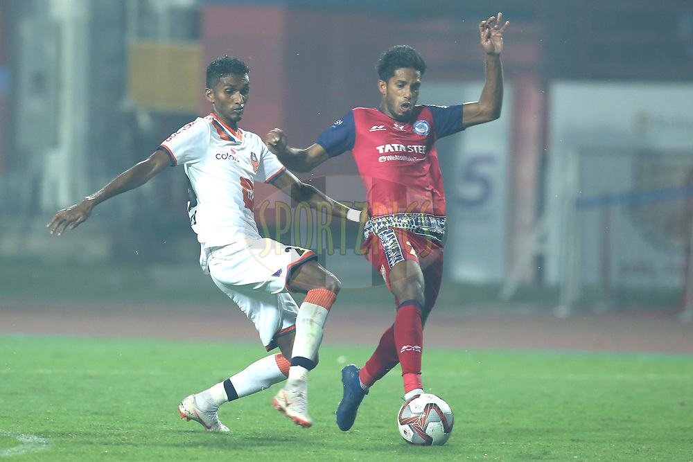Lenny Rodrigues of FC Goa and Michael Soosairaj of Jamshedpur FC in action during match 25 of the Hero Indian Super League 2018 ( ISL ) between Jamshedpur FC and FC Goa held at JRD Tata Sports Complex, Jamshedpur, India on the 1st November  2018<br /> <br /> Photo by: Deepak Malik /SPORTZPICS for ISL