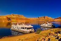 Houseboats, Lake Powell, Glen Canyon National Recreation Area, Arizona/Utah border USA