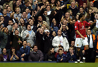 Fotball<br /> Premier League England 2004/2005<br /> Foto: BPI/Digitalsport<br /> NORWAY ONLY<br /> <br /> 25/09/2004 Tottenham v Manchester United, FA Barclays Premiership, White Hart Lane<br /> Spurs fans taunt Ruud Van Nistlerooy after his goal was ruled out for offside
