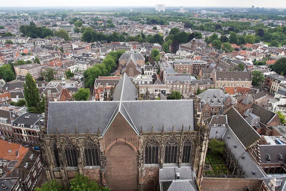 Uitzicht over Utrecht met vooraan de Domkerk met de Domtuin.<br /> <br /> View over Utrecht, with in the middle the Dom church and garden.