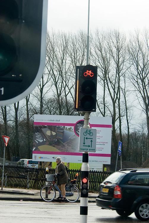 Beverwijk, 31 maart, 2010.fiets oversteeklicht met timer. . (c)Renee Teunis.