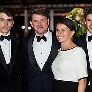 NLD/Amsterdam/20171012 - Televizier-Ring Gala 2017, Beau van Erven Dorens en partner Selly Vermeijden en hun zonen