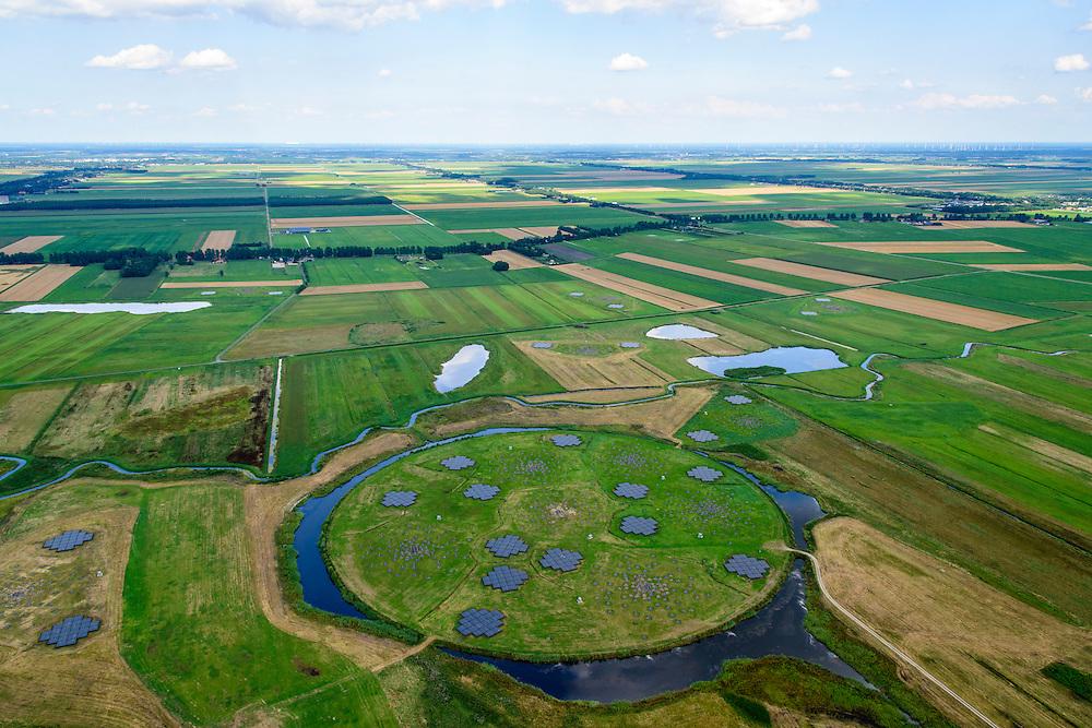 Nederland, Drenthe, Gemeente Borger-Odoorn, 05-08-2014; LOFAR (Low Frequency Array - lage frequentie telescoop), ten noorden van Exloo. Centrale gedeelte van de radiotelescoop. De gehele radiotelescoop bestaande uit vele duizenden aan elkaar gekoppelde antennes welke staan op de grijze tegels. Deze antennes bevinden zich op andere locaties, het geheel wordt beheerd door ASTRON.<br /> LOFAR (Low Frequency Array - Low Frequency telescope), north of Exloo. Central portion of the radio telescope..The entire radio telescope consists of thousands of interconnected antennas, the antennas are located on different sites, all operated by ASTRON.<br /> luchtfoto (toeslag op standard tarieven);<br /> aerial photo (additional fee required);<br /> copyright foto/photo Siebe Swart