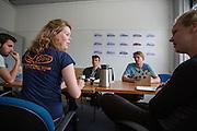 De training wordt geevalueerd. In Delft oefent het HPT met het starten en stoppen. In september wil het Human Power Team Delft en Amsterdam, dat bestaat uit studenten van de TU Delft en de VU Amsterdam, een poging doen het wereldrecord snelfietsen te verbreken, dat nu op 133,8 km/h staat tijdens de World Human Powered Speed Challenge.<br /> <br /> Evaluation of the training. In Delft the HPT is training with starts ands stops. With the special recumbent bike the Human Power Team Delft and Amsterdam, consisting of students of the TU Delft and the VU Amsterdam, also wants to set a new world record cycling in September at the World Human Powered Speed Challenge. The current speed record is 133,8 km/h.