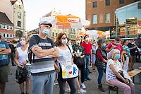Erfurt, 03.09.2021: Besucher einer Wahlkampfveranstaltung der CDU mit Armin Laschet, Kanzlerkandidat und CDU-Bundesvorsitzender, auf dem Anger in Erfurt. Bei der Veranstaltung galt die Maskenpflicht, alle Gäste mussten eine Mund-Nase-Bedeckung tragen.