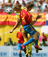 v.l. Andriy Voronin Ukraine, Alonso Xabi<br /> Fussball WM 2006 Spanien - Ukraine<br /> Spania - Ukraina <br />  <br /> Norwayo only