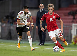 Daniel Wass (Danmark) følges af Yannick Carrasco (Belgien) under UEFA Nations League kampen mellem Danmark og Belgien den 5. september 2020 i Parken, København (Foto: Claus Birch).