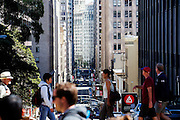 De Financial District in San Francisco waar veel hoofdkantoren van banken en grote ondernemingen zijn gevestigd. De Amerikaanse stad San Francisco aan de westkust is een van de grootste steden in Amerika en kenmerkt zich door de steile heuvels in de stad.<br /> <br /> The Financial District of San Francisco where headquarters of banks and financial companies are located. The US city of San Francisco on the west coast is one of the largest cities in America and is characterized by the steep hills in the city.
