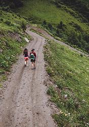 THEMENBILD - eine Mutter mit ihrer Tochter waehrend einer Wanderung entlang des Wasserfallweges, aufgenommen am 28. Juli 2019 in Fusch a. d. Grossglocknerstrasse, Oesterreich // a Mother with her Daughter during a hike along the waterfall trail in Fusch a. d. Grossglocknerstrasse, Austria on 2019/07/28. EXPA Pictures © 2019, PhotoCredit: EXPA/ JFK