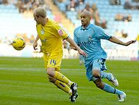 Photo: Ed Godden.<br /> Coventry City v Sheffield Wednesday. Coca Cola Championship. 18/11/2006. Coventry's Leon McKenzie (R) chases John Hills.