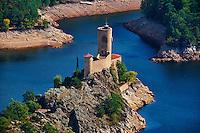 France, Loire (42), gorges de la Loire, les vestiges du château de Grangent (XIIème siècle) isolé sur le lac de retenue de Grangent // France, Loire, Grangent castle from 12 century on the Loire river
