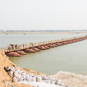 CAPTION: The pontoon bridge, which enables villagers to cross the Ganges from their island to Patna and back. LOCATION: Diara Rasulpur, Saran District, Bihar, India. INDIVIDUAL(S) PHOTOGRAPHED: N/A.
