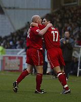 Fotball<br /> England 2004/2005<br /> Foto: SBI/Digitalsport<br /> NORWAY ONLY<br /> <br /> Hartlepool United v Bristol City, Coca-Cola League 1, Victoria Park, Hartlepool 22/01/2005.<br /> Bristol City's Bradley Orr (R) congratulates his team-mate, Steven Brooker (L), on scoring the equaliser.