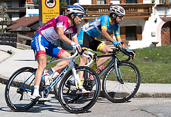 20.04.2018, Innsbruck, AUT, Tour of the Alps, Österreich, 5. Etappe, von Rattenberg nach Innsbruck (164,2 km), im Bild v.l. Thibaut Pinot (FRA, Groupama - FDJ), Markus Eibegger (AUT, Team Felbermayr Simplon Wels) // f.l. Thibaut Pinot of France Team Groupama - FDJ Markus Eibegger of Austria Team Felbermayr Simplon Wels during 5th stage from Rattenberg to Innsbruck of 2018 Tour of the Alps in Innsbruck, Austria on 2018/04/20. EXPA Pictures © 2018, PhotoCredit: EXPA/ Reinhard Eisenbauer