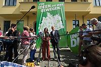 12 AUG 2013, BERLIN/GERMANY:<br /> Katrin Goering-Eckardt L), B90/Gruene, Vizepraesidentin des Deutschen Bundestages und Spitzemkandidatin, und Juergen Trittin (R), B90/Gruene Fraktionsvorsitzender, geben ein Statement zum Start der Wahlkampftourbusse, vor der Bundesgeschaeftsstelle Buendnis 90 / Die Gruenen<br /> IMAGE: 20130812-02-013<br /> KEYWORDS: Jürgen Trittin, Katrin Göring-Eckardt, wahlkampf, Wahlkampfbus, Wahlkampfbusse