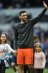 Tottenham Hotspur goalkeeper Hugo Lloris and his family on the lap of appreciation