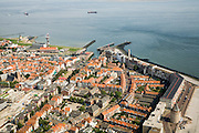 Nederland, Zeeland, Vlissingen, 04-07-2006;  Westerschelde met Rede van Vlissingen, gezien vanuit de binnenstad; links molen en havenlicht, midden de twee havenhoofden van de jachthaven, dan hotels en vuurtoren aan de Boulevard  De Ruyter, de knik van het Leugenaarshoofd, de Gevangentoren..The Westerschelde (water) with the roadstead of Vlissingen, seen from town..On the left the miland port light, the middle two pier heads of the marina, the hotels and lighthouse on the De Ruyter Boulevard.. ..luchtfoto (toeslag); aerial photo (additional fee required); .foto Siebe Swart / photo Siebe Swart