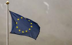 THEMENBILD - eine Flagge der Europäischen Union weht bei Regen und Nebel, aufgenommen am 09. August 2018 in Kaprun, Österreich // a flag of the European Union blows in the rain and fog, Kaprun, Austria on 2018/08/09. EXPA Pictures © 2018, PhotoCredit: EXPA/ JFK