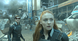 190_xb_1620_v1121_left.1049 – Cyclops (Tye Sheridan) and Jean (Sophie Turner) are in the midst of an epic battle to save the planet. Photo Credit: Courtesy Twentieth Century Fox.