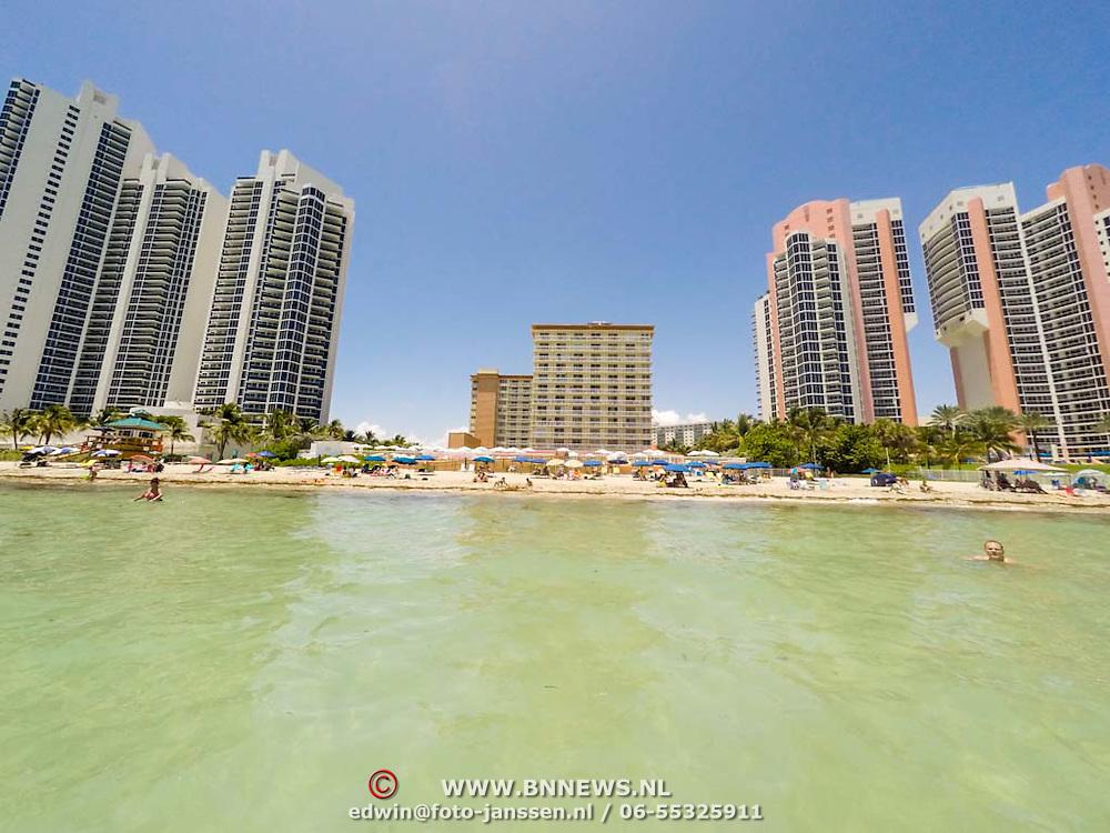 USA/Miami/20150807 - Hoognouw langs de starnden van Miami