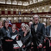 Nederland, Amsterdam, 9 april 2017.<br />In drie bussen reizen 160 Limburgse (amateur)koorleden mee met een bijzondere uitvoering van de Matthäus Passion in het Concertgebouw waar ze in de grote zaal met in totaal 500 mensen het beroemde werk uitvoeren. Een kijkje achter de schermen.<br />Op de foto: De Limburgse delegatie oefent nog heel even voor aanvang van het concert in de Grote Zaal van het concertgebouw.<br /><br /><br />Foto: Jean-Pierre Jans
