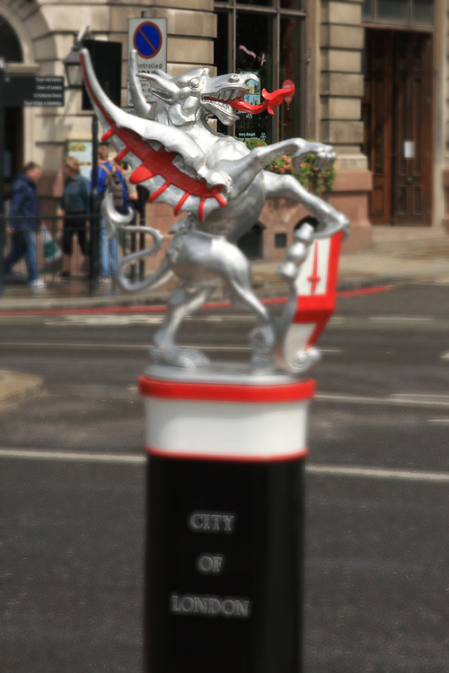 City Of London Gryffin Statue - London - Lensbaby