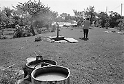 Mor Ester tvättar på Odvalds.