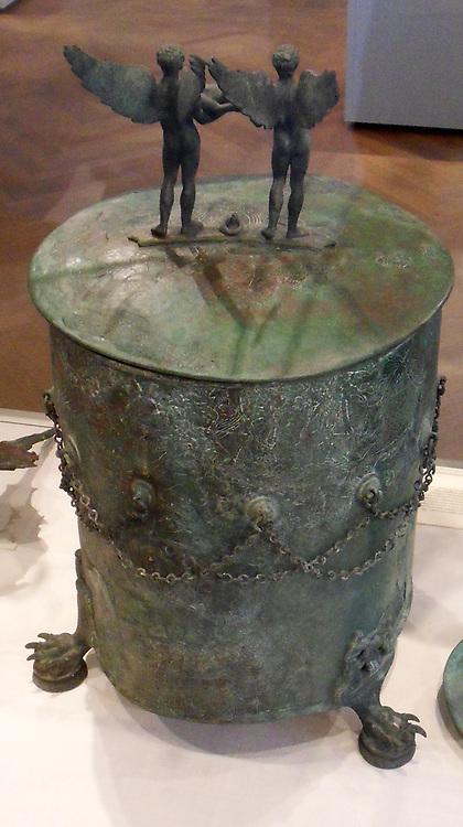 Bronze cista (toiletries box) Praenestine Culture (early Roman),ca. 350–325 B.C.
