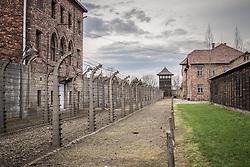 THEMENBILD - Das Stammlager Auschwitz I gehörte neben dem Vernichtungslager KZ Auschwitz II–Birkenau und dem KZ Auschwitz III–Monowitz zum Lagerkomplex Auschwitz und war eines der größten deutschen Konzentrationslager. Es befand sich zwischen Mai 1940 und Januar 1945 nach der Besetzung Polens im annektierten polnischen Gebiet des nun deutsch benannten Landkreises Bielitz am südwestlichen Rand der ebenfalls umbenannten Kleinstadt Auschwitz (polnisch Oświęcim). Teile des Lagers sind heute staatliches polnisches Museum bzw. Gedenkstätte. Im Bild Zeune des Lagers, aufgenommen am 11.04.2018, Oswiecim, Polen // Auschwitz concentration camp was a network of concentration and extermination camps built and operated by Nazi Germany in occupied Poland during World War II. It consisted of Auschwitz I (the original concentration camp), Auschwitz II–Birkenau (a combination concentration/extermination camp), Auschwitz III–Monowitz (a labor camp to staff an IG Farben factory), and 45 satellite camps. Concentration camp Auschwitz I, Oswiecim, Poland on 2018/04/11. EXPA Pictures © 2018, PhotoCredit: EXPA/ Florian Schroetter