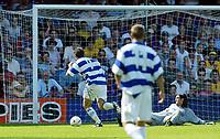 Fotball<br /> Treningskamper England<br /> 31.07.2004<br /> Foto: SBI/Digitalsport<br /> NORWAY ONLY<br /> <br /> QPR v Crystal Palace<br /> <br /> Gareth Ainsworth of QPR rounds Palace keeper Julian Speroni for QPR 1-0