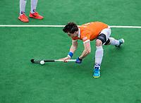 BLOEMENDAAL  -  Tim Swaen (Bldaal) scoort tijdens de oefenwedstrijd Bloemendaal-Den Bosch (m) .  COPYRIGHT KOEN SUYK