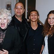 NLD/Utrecht/20130122 - Premiere Adele, Adele Bloemendaal en zoon John Jones, kleinkinderen