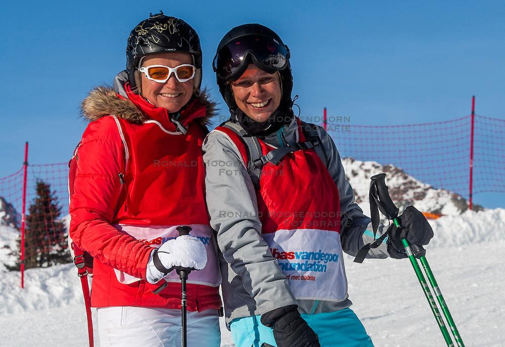 26-01-2017 AUT: BvdGF wintersportkamp dag 2, Obertauern<br /> Het 7de jaar wintersportkamp van de BvdGF is verhuisd naar Obertauern. Prachtige pistes, geweldig jeugdhotel en fantastisch weer maakt er weer een onvergetelijk kamp van / Ellen en Petra