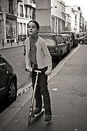 Enfant en trottinette à la Rue de Vaugirard, 2007. Paris, France. ©Ciro Coelho.