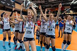 17-02-2019 NED: National Cupfinal Sliedrecht Sport - Apollo 8, Zwolle<br /> Favorite Sliedrecht too big for Apollo 8 in cup final and win 3-0 / Carlijn Ghijssen-Jans #10 of Sliedrecht Sport, Esther van Berkel #7 of Sliedrecht Sport
