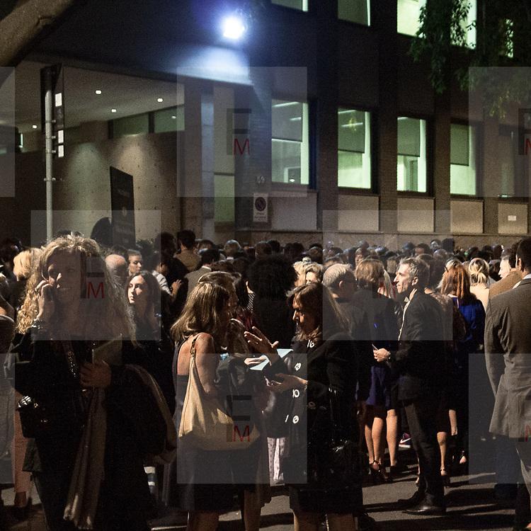 Il Quinto giorno della Settimana della Moda a Milano: aspettando la sfilata di Armani<br /> <br /> The fifth day of Milan Fashion Week: waiting the Armani fashion show