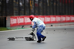 A marshall collects debris from the Sauber C35 of Marcus Ericsson (SWE) Sauber F1 Team.<br /> 13.11.2016. Formula 1 World Championship, Rd 20, Brazilian Grand Prix, Sao Paulo, Brazil, Race Day.<br />  <br /> / 131116 / action press