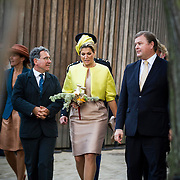 NLD/Amsterdam/20140930 - Konining Maxima opent museum Micropia, afscheid