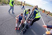 Atlete Rosa Bas stapt uit de Velox na de ochtendruns op de vierde racedag. Het Human Power Team Delft en Amsterdam, dat bestaat uit studenten van de TU Delft en de VU Amsterdam, is in Amerika om tijdens de World Human Powered Speed Challenge in Nevada een poging te doen het wereldrecord snelfietsen voor vrouwen te verbreken met de VeloX 9, een gestroomlijnde ligfiets. Op 10 september 2019 verbreekt het team met Rosa Bas het record met 122,12 km/u. De Canadees Todd Reichert is de snelste man met 144,17 km/h sinds 2016.<br /> <br /> With the VeloX 9, a special recumbent bike, the Human Power Team Delft and Amsterdam, consisting of students of the TU Delft and the VU Amsterdam, wants to set a new woman's world record cycling in September at the World Human Powered Speed Challenge in Nevada. On 10 September 2019 the team with Rosa Bas a new world record with 122,12 km/u.  The fastest man is Todd Reichert with 144,17 km/h.
