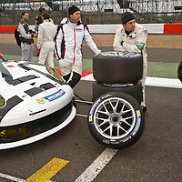 #91, Porsche 911 RSR, team waiting before the start at the Silverstone 6h, 2014