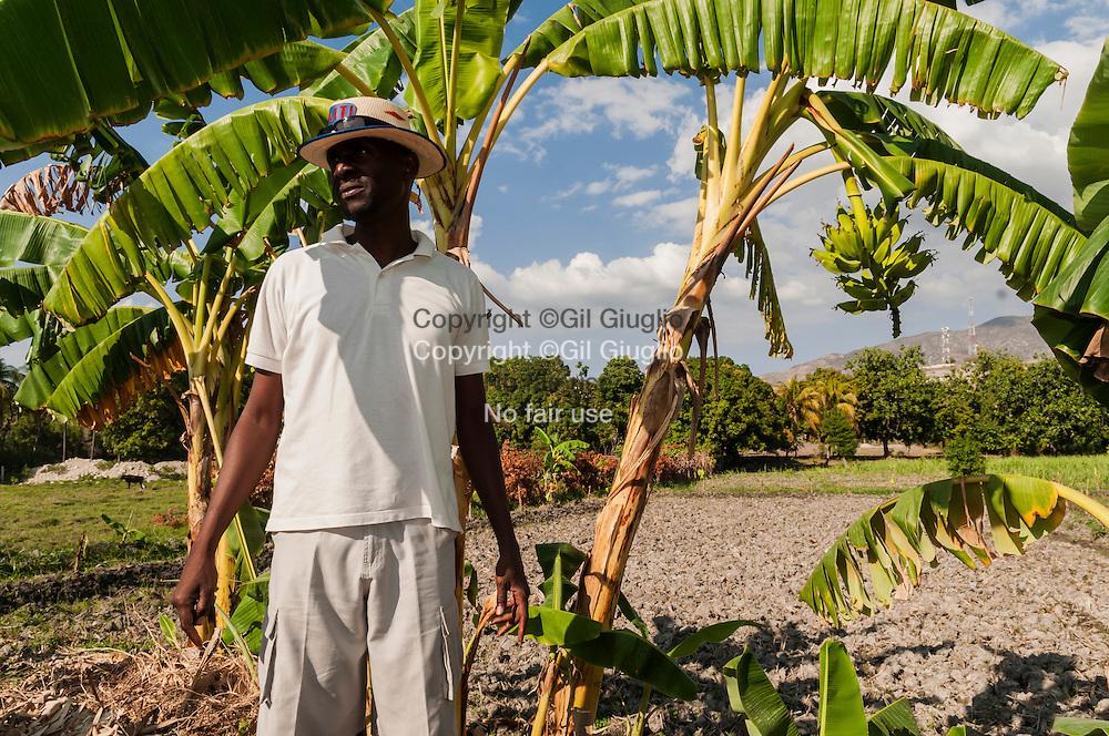 Haïti, région Artibonite, Côte-des-Arcadins, environs de la ville de Montrouis, le guide Désir Innocent sur les Chemins de Montrouis // Haiti; Artibonite region, Arcadins coast, area of Montrouis town, Desir Innocent he's a guide on Montrouis country side trails