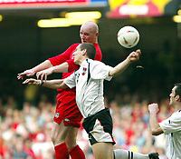 Fotball<br /> VM-kvalifisering<br /> Wales v Østerrike<br /> 26. mars 2005<br /> Foto: Digitalsport<br /> NORWAY ONLY<br /> John Hartson goes up for this one with Austria's Emanuel Potagez and then appeals for hand ball