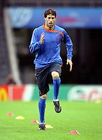 GEPA-0806086432 - BERN,SCHWEIZ,08.JUN.08 - FUSSBALL - UEFA Europameisterschaft, EURO 2008, Nationalteam Niederlande, Abschlusstraining. Bild zeigt Ruud van Nistelrooy (NED).<br />Foto: GEPA pictures/ Christian Ort
