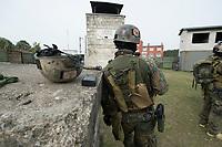 """03 APR 2012, LEHNIN/GERMANY:<br /> Soldat wartet auf den Beginn der Uebung, Kampfschwimmer der Bundeswehr trainieren """"an Land"""" infanteristische Kampf, hier Haeuserkampf- und Geiselbefreiungsszenarien auf einem Truppenuebungsplatz<br /> IMAGE: 20120403-01-003<br /> KEYWORDS: Marine, Bundesmarine, Soldat, Soldaten, Armee, Streitkraefte, Spezialkraefte, Spezialkräfte, Kommandoeinsatz, Übung, Uebung, Training, Spezialisierten Einsatzkraeften Marine, Waffentaucher"""