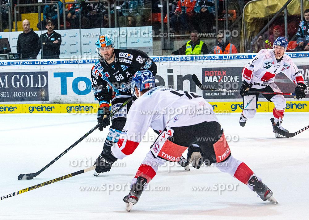 31.01.2020, Keine Sorgen Eisarena, Linz, AUT, EBEL, EHC Liwest Black Wings Linz vs HC TWK Innsbruck Die Hai, 45. Qualifikationsrunde, im Bild v.l. Dan DaSilva (EHC Liwest Black Wings Linz), Thomas Vallant (HC TWK Innsbruck Die Haie), Clemens Paulweber (HC TWK Innsbruck Die Haie) // during the Erste Bank Eishockey League 44th qualifying round between EHC Liwest Black Wings Linz and HC TWK Innsbruck Die Hai at the Keine Sorgen Eisarena in Linz, Austria on 2020/01/31. EXPA Pictures © 2020, PhotoCredit: EXPA/ Reinhard Eisenbauer