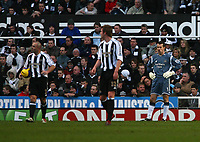 Photo: Andrew Unwin.<br /> Newcastle United v West Ham United. The Barclays Premiership. 20/01/2007.<br /> Newcastle look dejected as they concede a second goal.