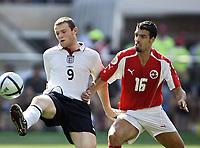 Fotball, 17. juni 2004, EM, Euro 2004, Sveits -  England, Wayne Rooney (ENG), Fabio Celestini (SUI)<br /> <br /> Foto: Digitalsport