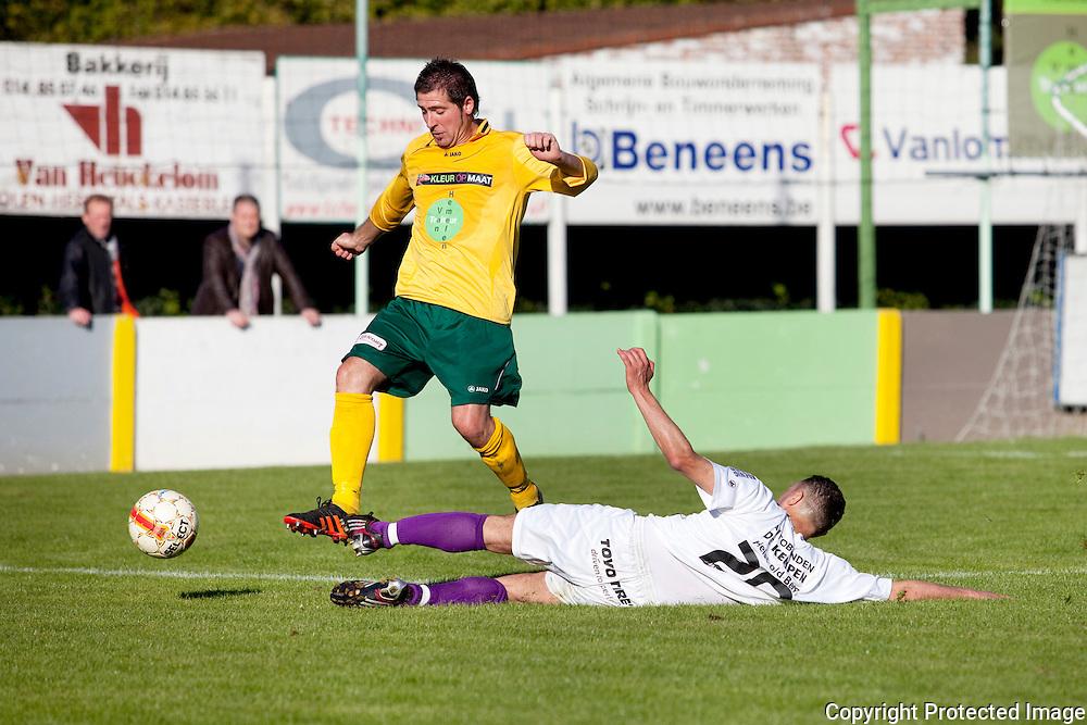 367450-Voetbal Linda Olen tegen FC Heikant-9 Hermans Andy en 20 Yahou Rachide