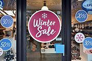 Nederland, Nijmegen, 18-12-2019 Uitverkoop, winteruitverkoop . In de binnenstad van Nijmegen komen steeds meer winkels leeg te staan. Winkeliers in de binnenstad, binnensteden, hebben naast de crisis ook veel last van inline verkoop van producten via internet. Foto: Flip Franssen