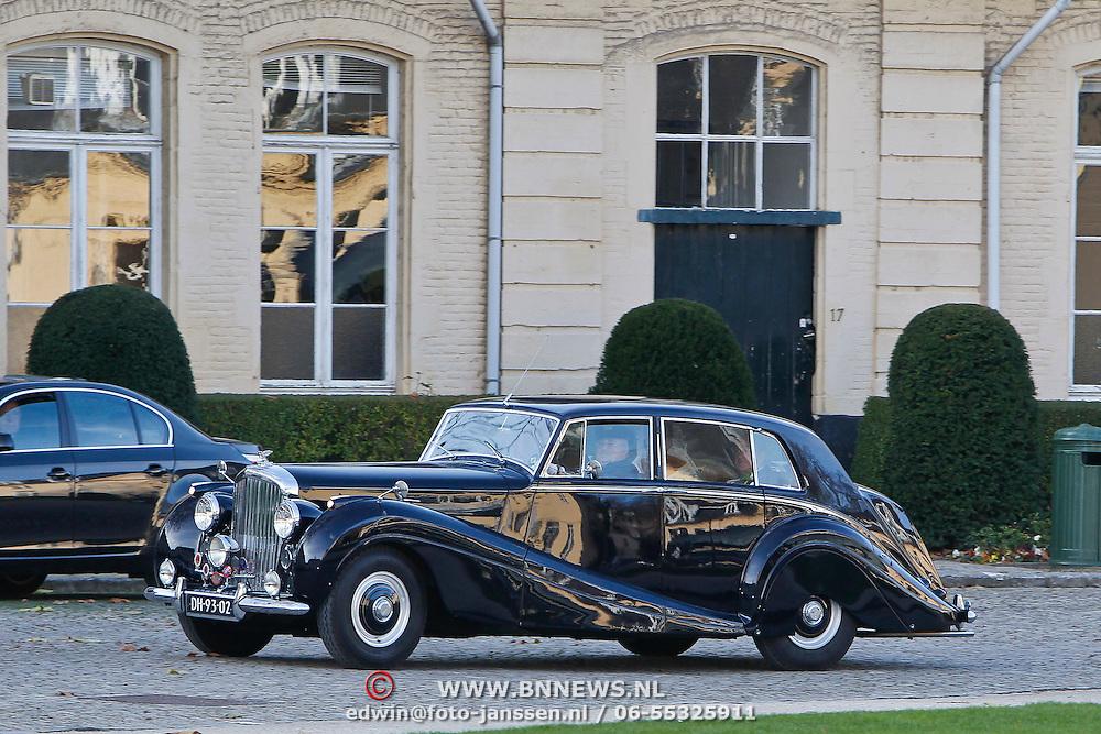 BEL/Brussel/20101120 - Huwelijk prinses Annemarie de Bourbon de Parme-Gualtherie van Weezel en bruidegom Carlos de Borbon de Parme, aankomst bruid